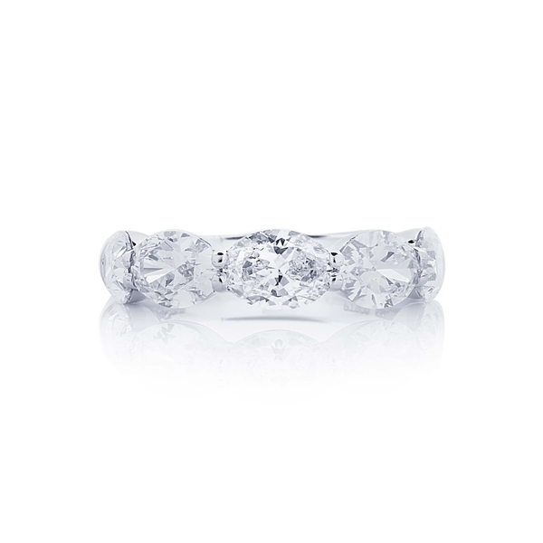 oval shared prong east to west diamond band.jpg